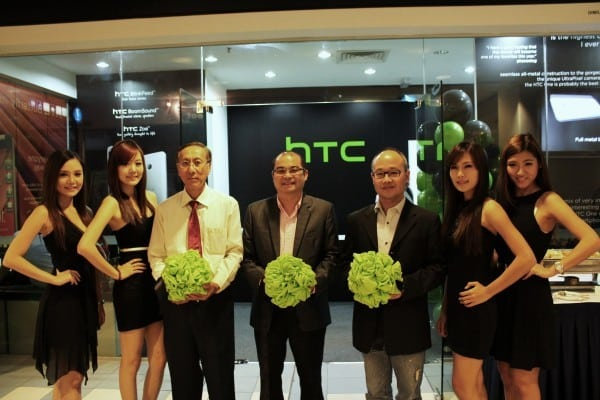 HTC_(L2R) Lawrence Lee - SK Wong - Jinson Chiang With Models